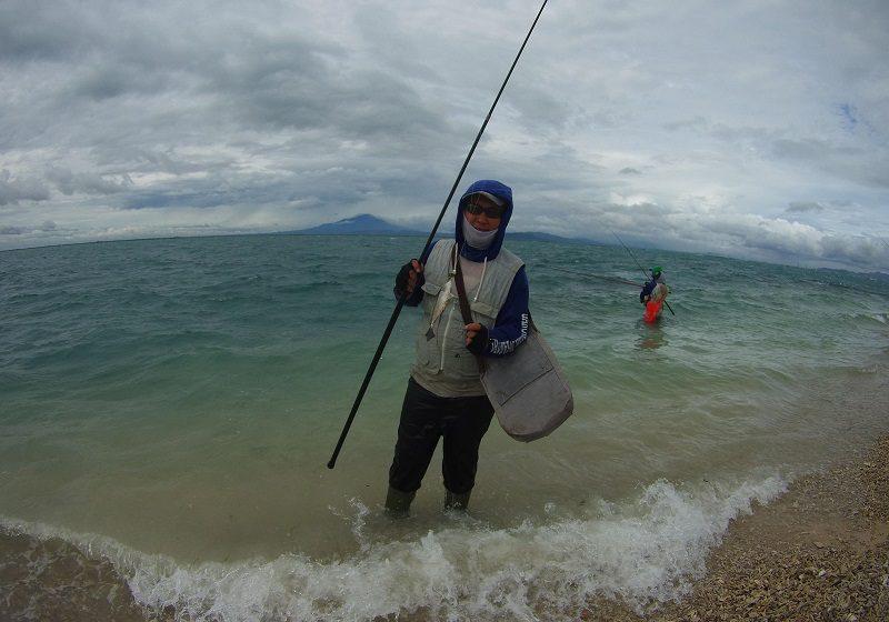 Fandi Arifin, salah seorang pengurus dari komunitas Garnus mendapatkan ikan Baronang