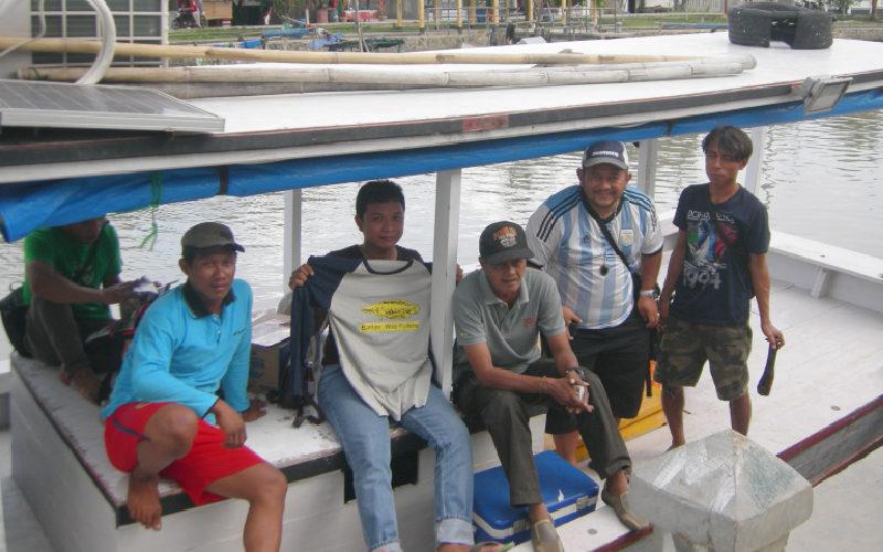Berpose di Dermaga sebelum melanjutkan perjalan