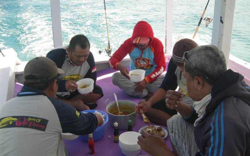 hari kedua semua Crew BWF sarapan di kapal