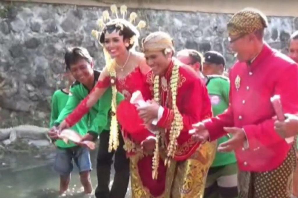 Menikah di Klaten Wajib Tebar Benih Ikan