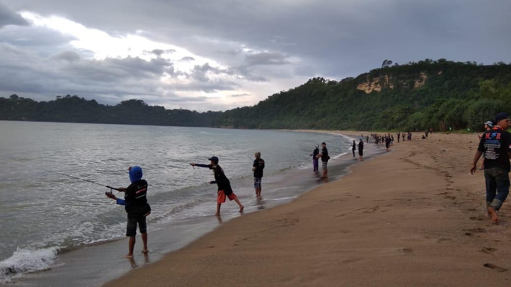 Sensasi Mancing Ultralight Di Pantai Tamban Malang