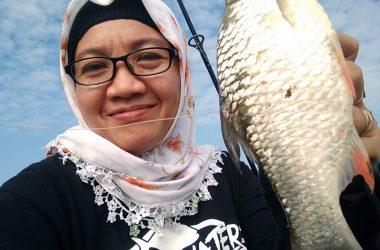 Evitri Handayani: Selaraskan Hiking Dengan Mancing